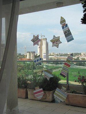 מדבקות washi tape על החלון