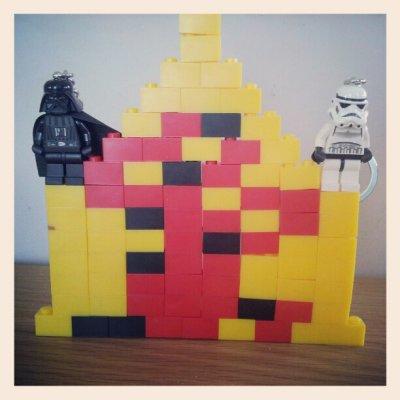 אני מניחה שאין צורך לציין שדמויות ה- lego star vwars של דארת' ויידר וה- storm trooper הן שלי והושאלו לילדים לזמן מוגבל בלבד ולצורך הצילום.