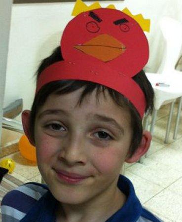אייל עם כתר ציפור אדומה
