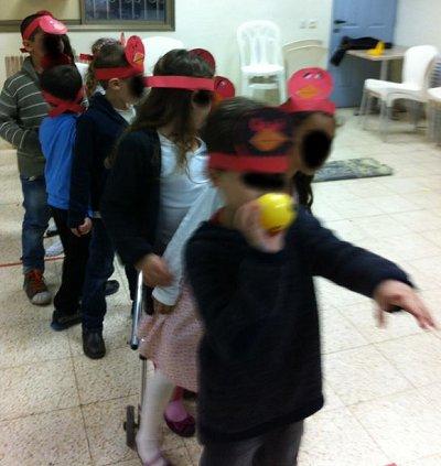 הילדים קולעים למטרה
