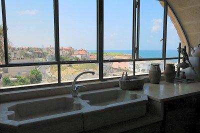 לשטוף כלים מול נוף עוצר נשימה