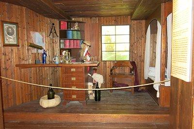 חדרו של רב החובל של ספינת הפיראטים