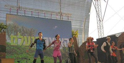 השחקנים במופע האוצר הנעלם